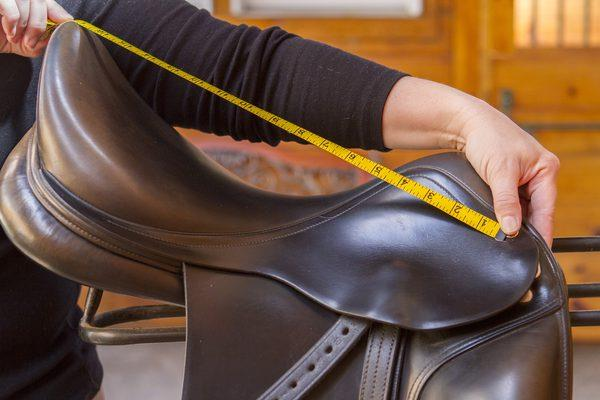 measure a dressage saddle